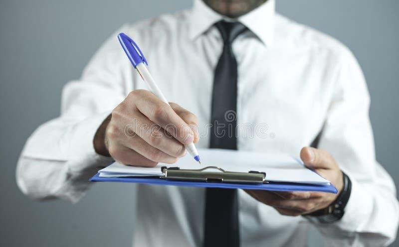 Aff?rsmanhandstil p? tomt papper ?gander?tt f?r home tangent f?r aff?rsid? som guld- ner skyen till arkivfoto