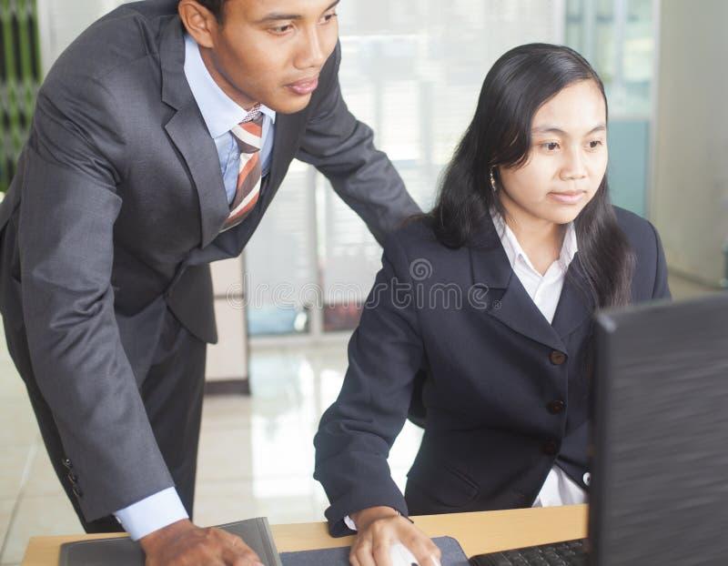 Affaires asiatiques de jeunes de personnes image stock