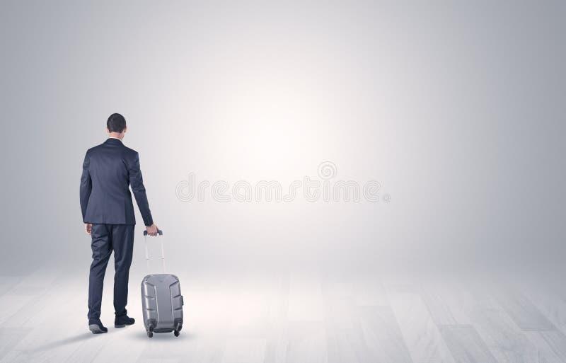 Affaires avec le bagage dans un espace illimité images stock