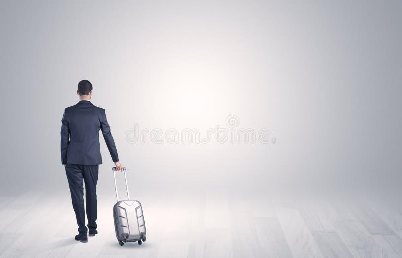 Affaires avec le bagage dans un espace illimité image stock