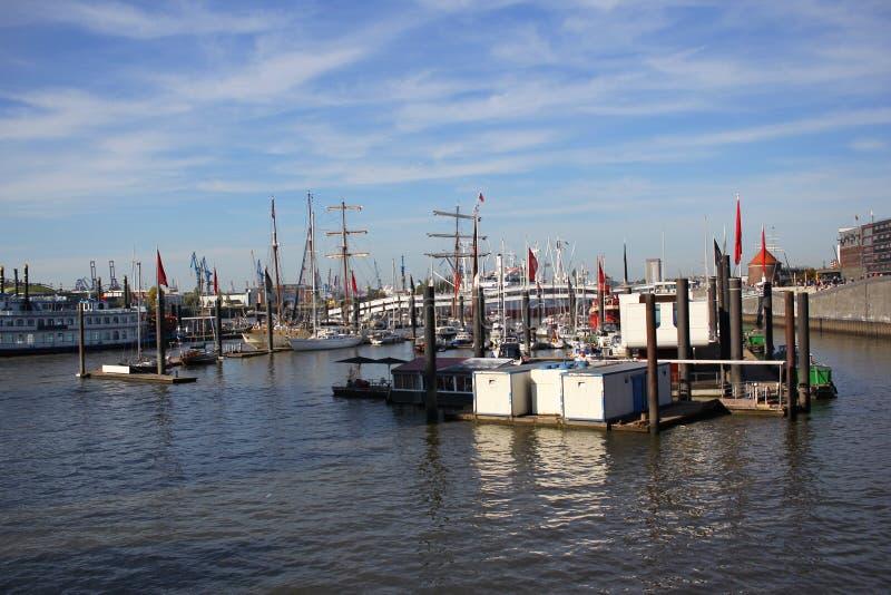 Affaires d'exportation et d'importation et port de commerce logistique et géant de Hambourg, Allemagne, milieux internationaux de image stock