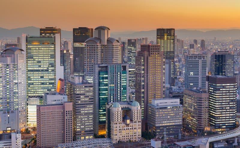 Download Affaires D'immeuble De Bureaux Du Centre Avec Le Ton De Coucher Du Soleil Image stock - Image du cityscape, finances: 87707457