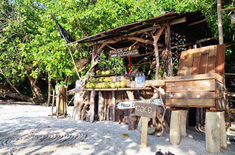 Affaires de noix de coco en plage malaisienne images stock