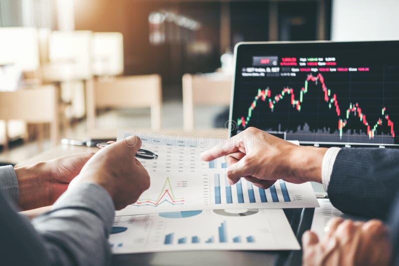 Affaires discussion de Team Investment Entrepreneur Trading et commerce de marché boursier de graphique d'analyse, concept couran photo stock