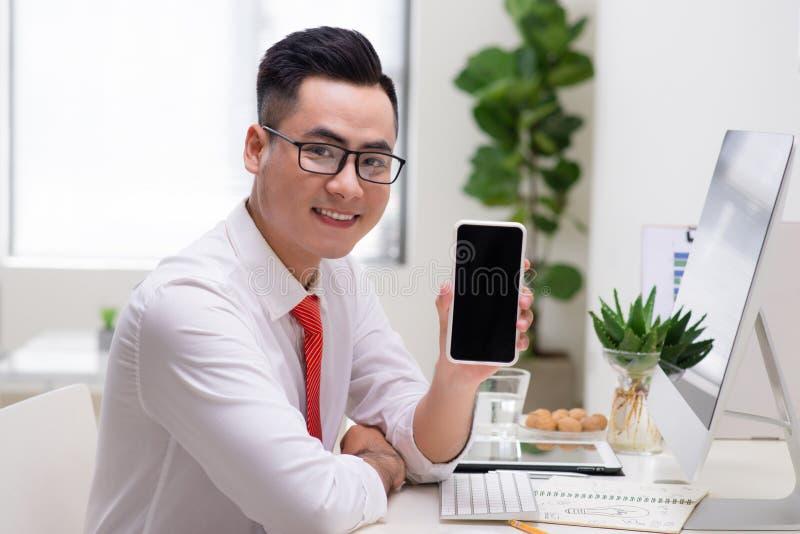Affaires, les gens et concept de technologie - affaires de sourire heureuses photos libres de droits