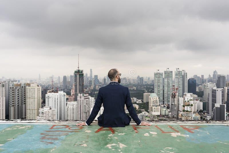 Affaires Person Sitting Rooftop Concept image libre de droits
