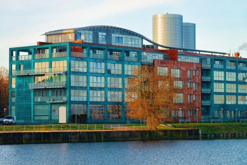 Affaires résidentielles de bureau d'appartement à la rivière de dvina occidentale à Riga image stock