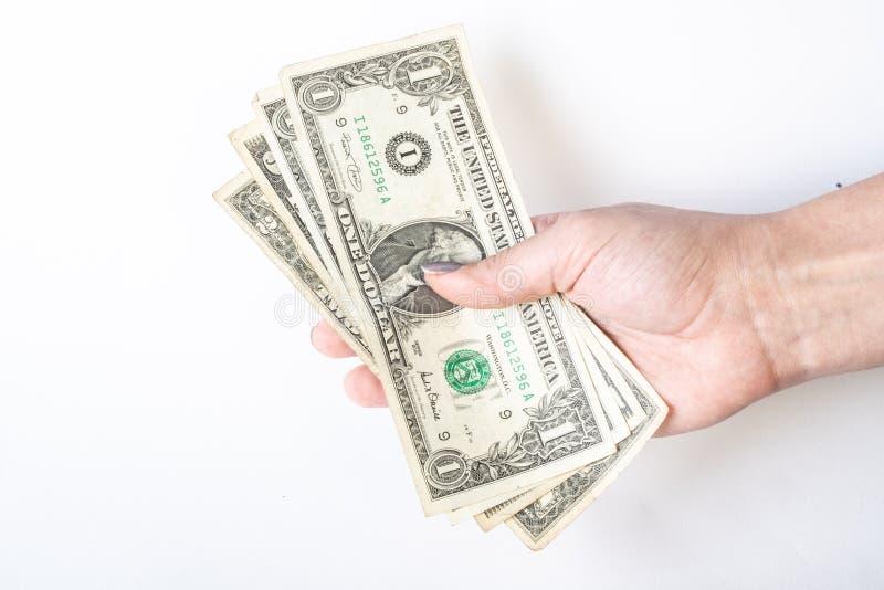 Affare, finanza, risparmio, attività bancarie e concetto della gente - vicino su della donna passa il conteggio dei soldi del dol fotografie stock