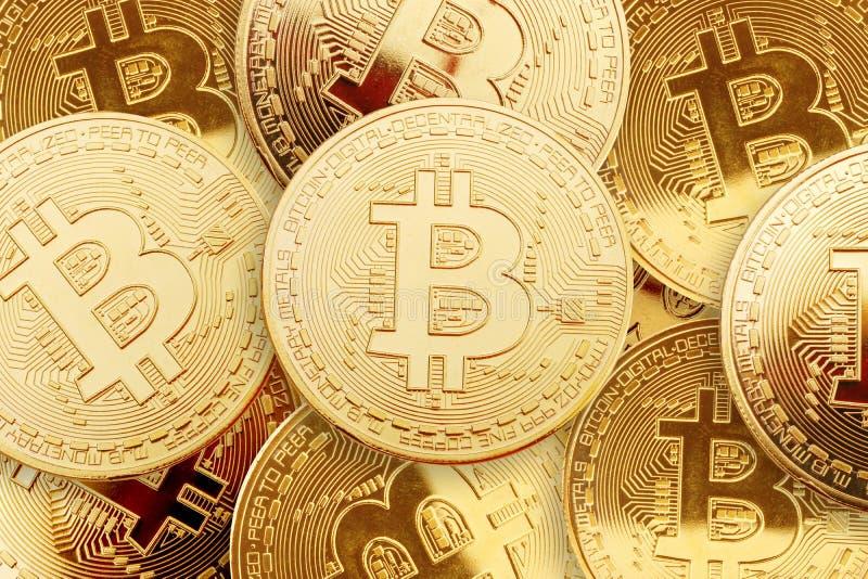 Affare un fondo dalle monete di oro di bitcoin fotografie stock libere da diritti