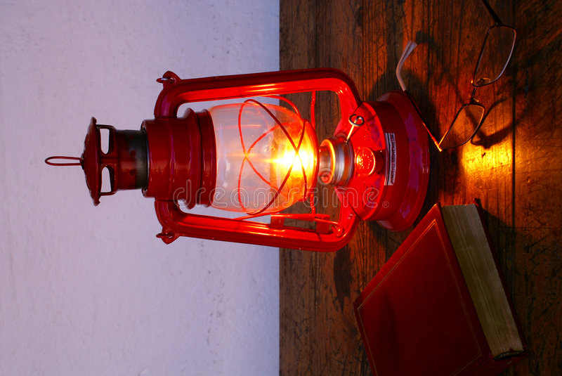 Affichage à la lumière de lampe de kérosène photo stock