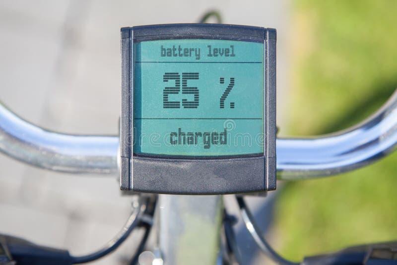 Affichage électrique de bicyclette au soleil image stock
