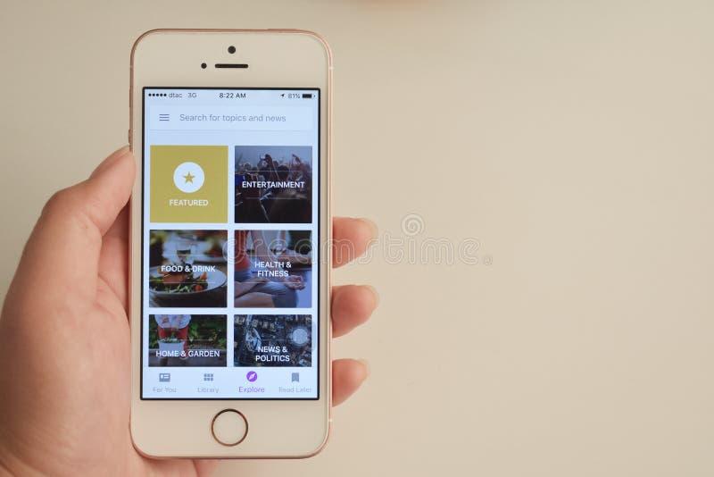 Affichage d'application de kiosque à journaux de Google Play sur le mobile photographie stock