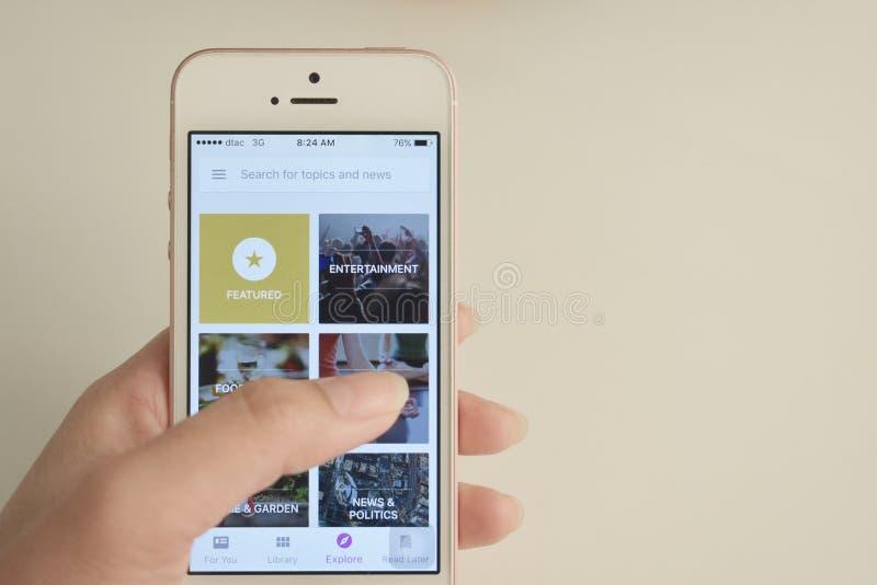 Affichage d'application de kiosque à journaux de Google Play sur le mobile photo libre de droits