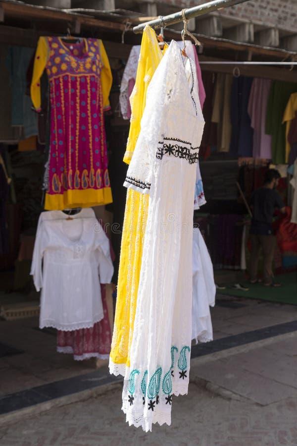 Download Affichage D'habillement De Femme Photo stock - Image du type, détail: 87705086