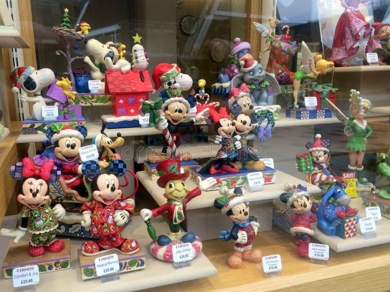 Affichage de fenêtre de boutique de Walt Disney Character Figurines images stock