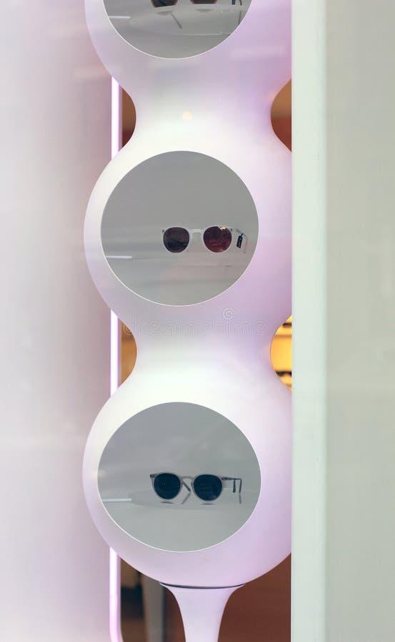 Affichage de lunettes de soleil photographie stock libre de droits