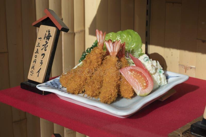 Affichage de tempura traditionnel de crevette en plastique comme exemple photographie stock