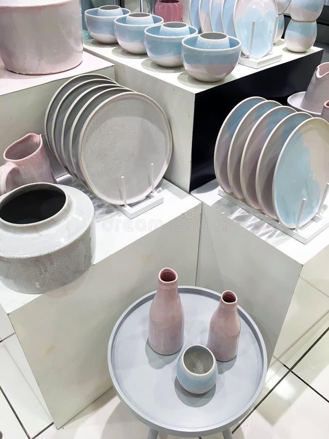 Download Affichage De Vaisselle Dans La Boutique Image stock - Image du vaisselle, service: 87708265