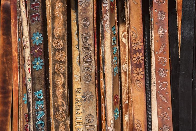 Affichage des courroies en cuir photo stock