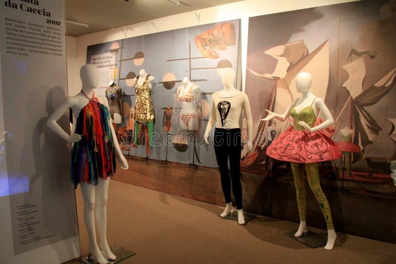 Affichage magnifique dans la chronologie de l'évolution de la danse, Musée National de danse, Saratoga, 2015 photo stock