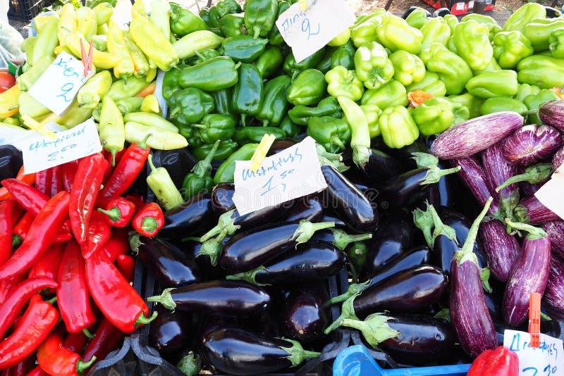 Affichage végétal coloré au marché grec d'air Open, Grèce photo libre de droits