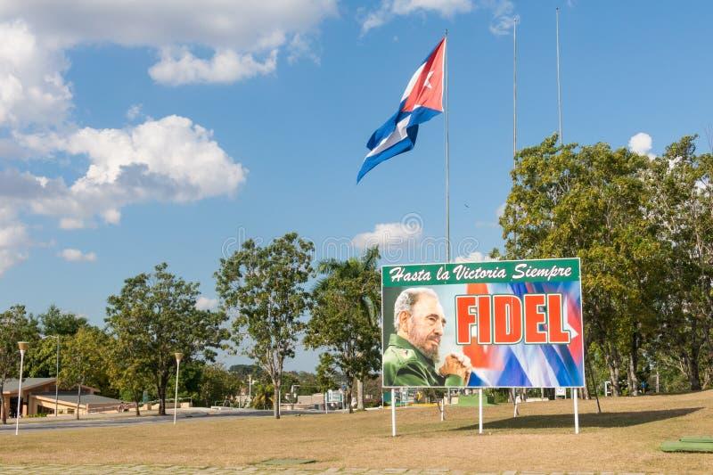 Affiche avec l'image de Fidel Castro et du drapeau cubain en Santa Clara, Cuba photo stock