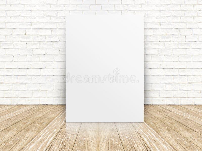 Affiche de papier sur le mur de briques blanc et le plancher en bois, templat photos libres de droits