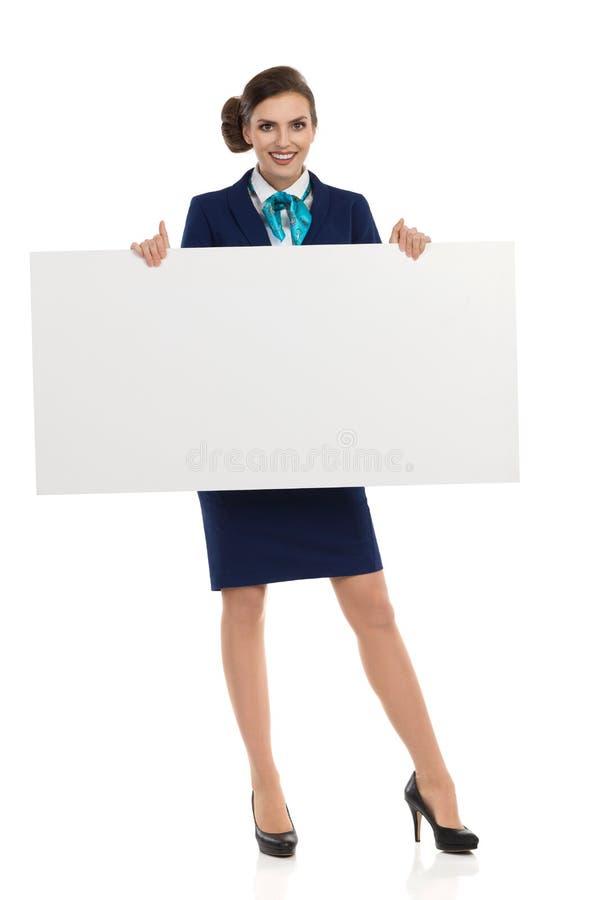 Affiche de sourire d'Is Presenting Blank d'hôtesse photo stock