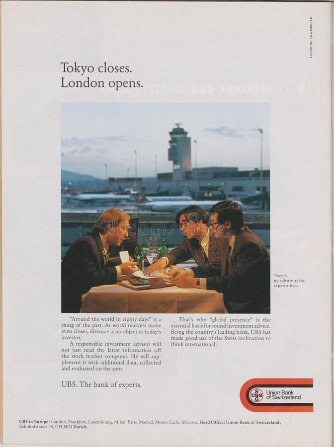 Affiche die UBS Union Bank van Zwitserland in tijdschrift vanaf 1992, het sluiten van Tokyo adverteren Londen opent slogan stock afbeeldingen