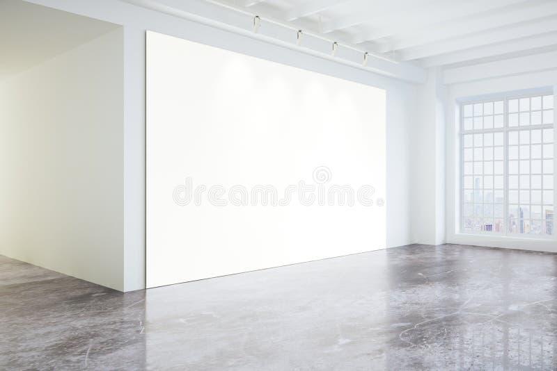 Affiche vide dans la galerie moderne légère de grenier avec de grandes fenêtres et c photographie stock