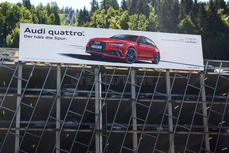 Affisch för Audi quattrobil på parkeringshus arkivbilder