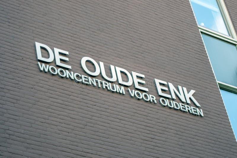 Affischtavla De Oude Enk byggnad p? Apeldoorn Nederl?nderna 2018 royaltyfria foton