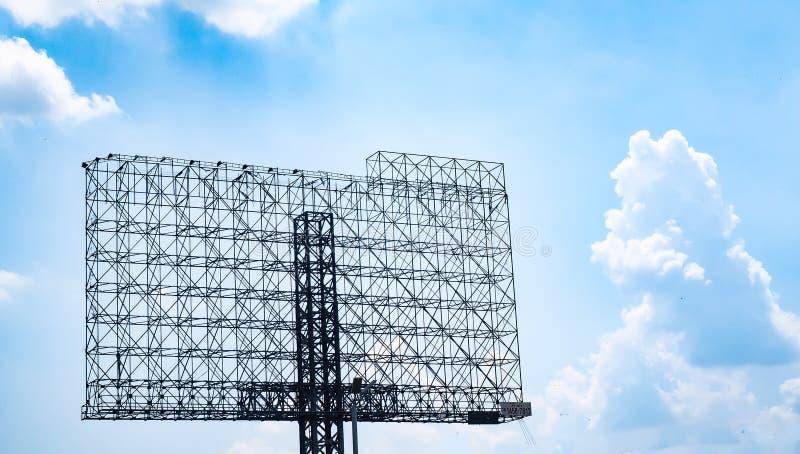 Affischtavla för struktur för stålram stor för annonsering av informationskommunikation royaltyfria foton