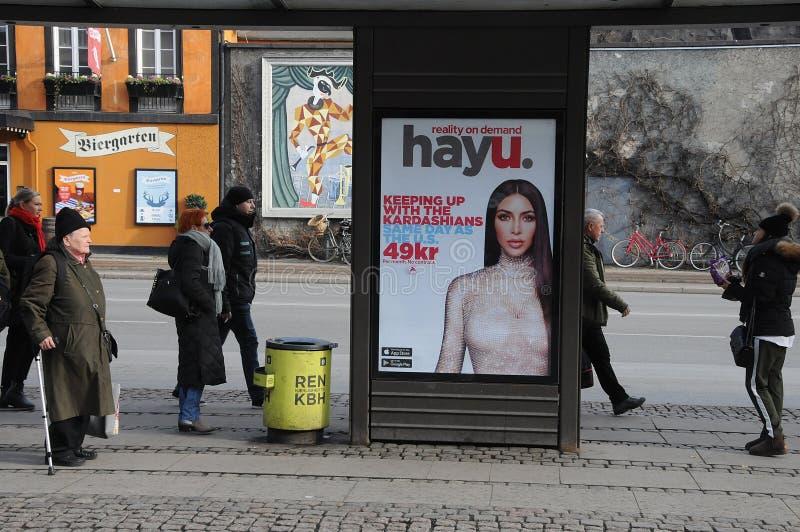 Affischtavla med kardashians arkivfoton