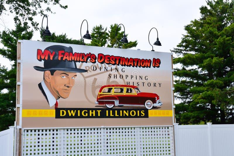 Affischtavla på ingången av staden av Dwight royaltyfri bild