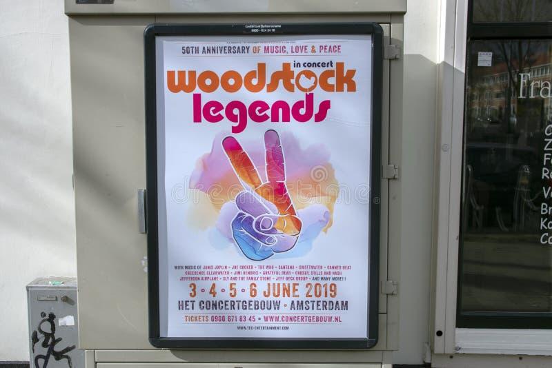 AffischtavlaWoodstock legender f?r den Concertgebouw byggnaden p? Amsterdam Nederl?nderna 2019 arkivbild
