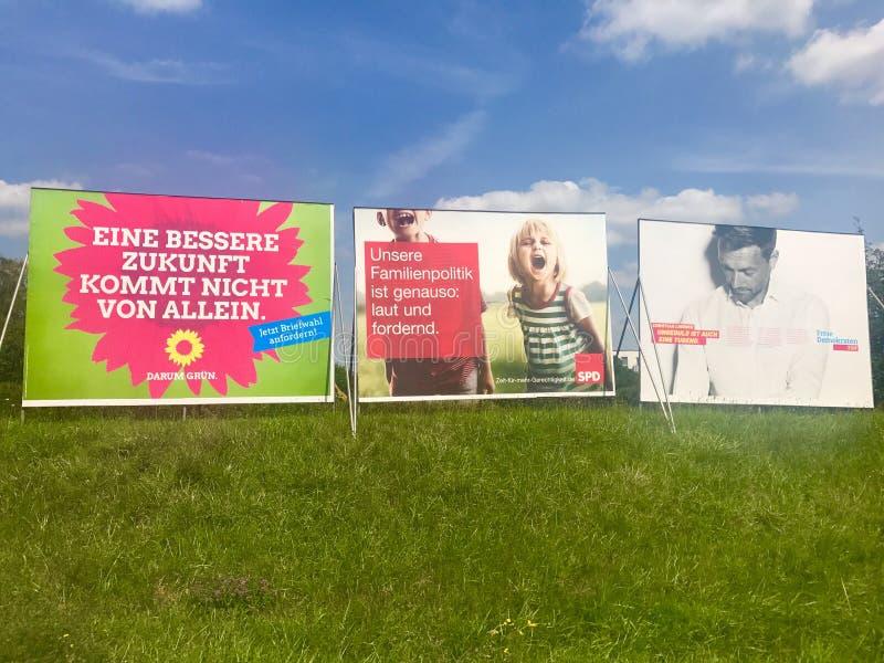 Affischtavlor av viktiga partier för de tyska parlamentsvalen arkivbild