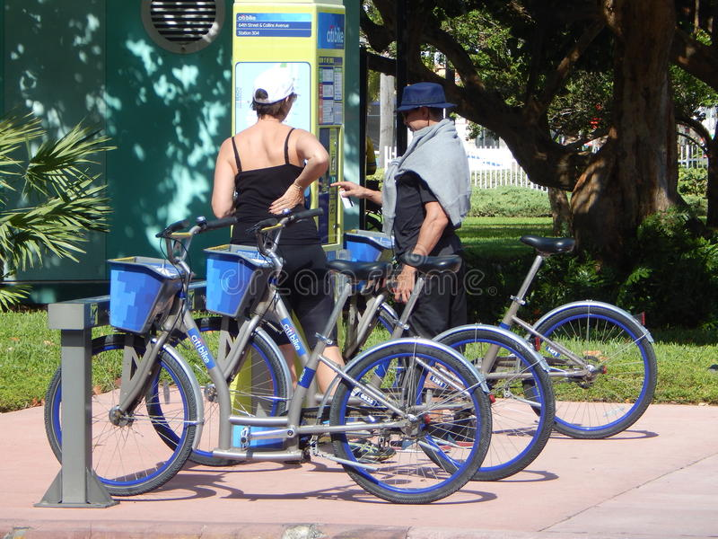 Affitti della bici della città di Miami Beach immagine stock libera da diritti