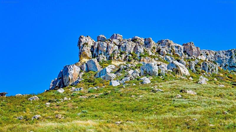 Affleurement rocheux près de Gnejna Malte photos stock