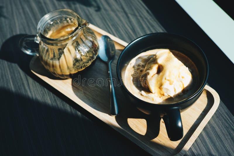 Affogato kaffe med crean vaniljis arkivfoto