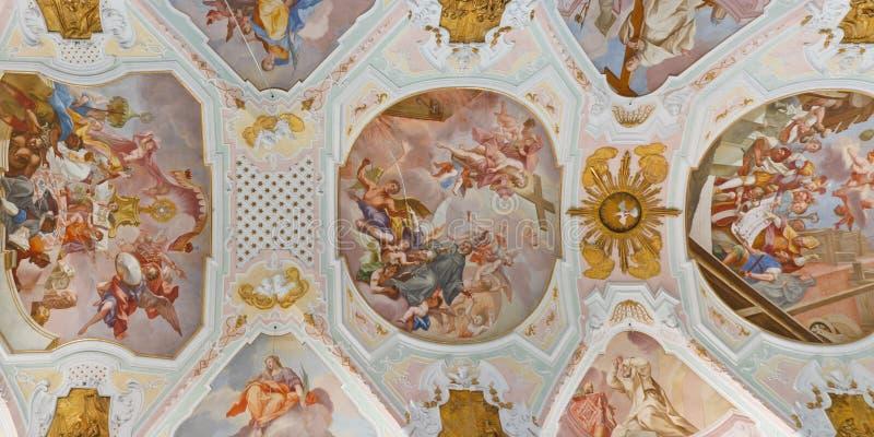 Affreschi del soffitto alla chiesa barrocco fotografia stock libera da diritti