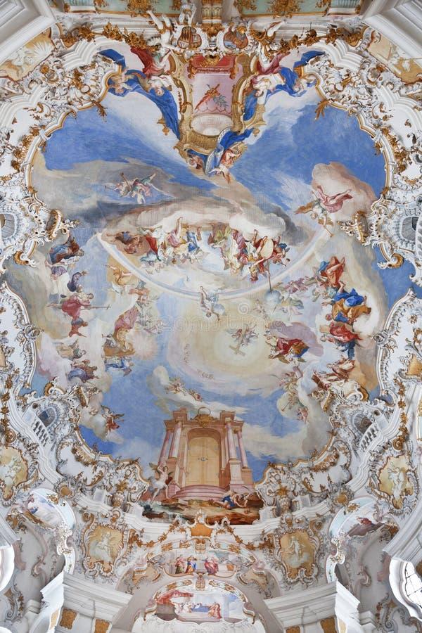 Affreschi della parete e del soffitto del patrimonio mondiale della chiesa del wieskirche in Baviera fotografie stock libere da diritti