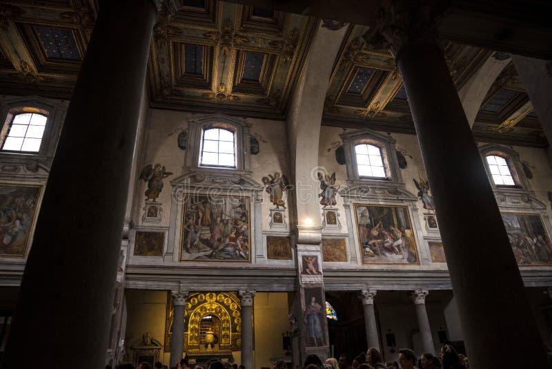 Affreschi in una piccola chiesa, Santa Prassede, a Roma Italia fotografia stock