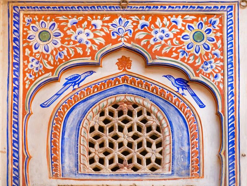 Affresco della parete storica del palazzo in India fotografie stock