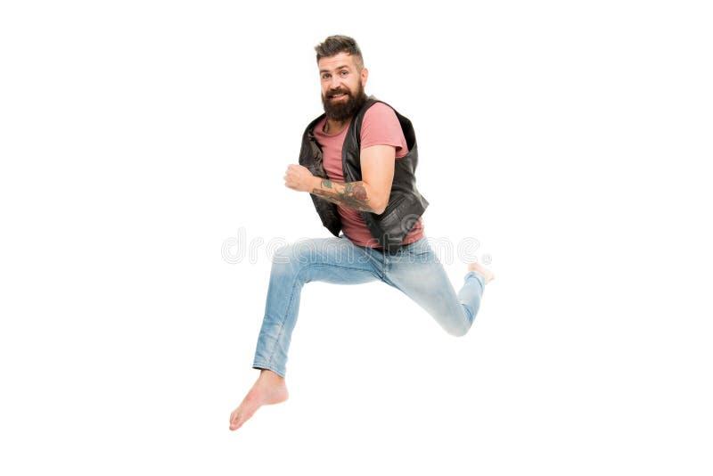Affretti in su Fronte allegro felice del tipo divertendosi salto di funzionamento Vita nel moto Tipo barbuto dell'uomo fuggito Se immagini stock