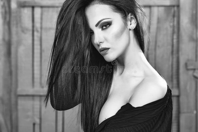 Affronti la ragazza o le donne di modo nel vostro sito Web Ritratto del fronte della ragazza nel vostro advertisnent Giovane donn fotografia stock libera da diritti