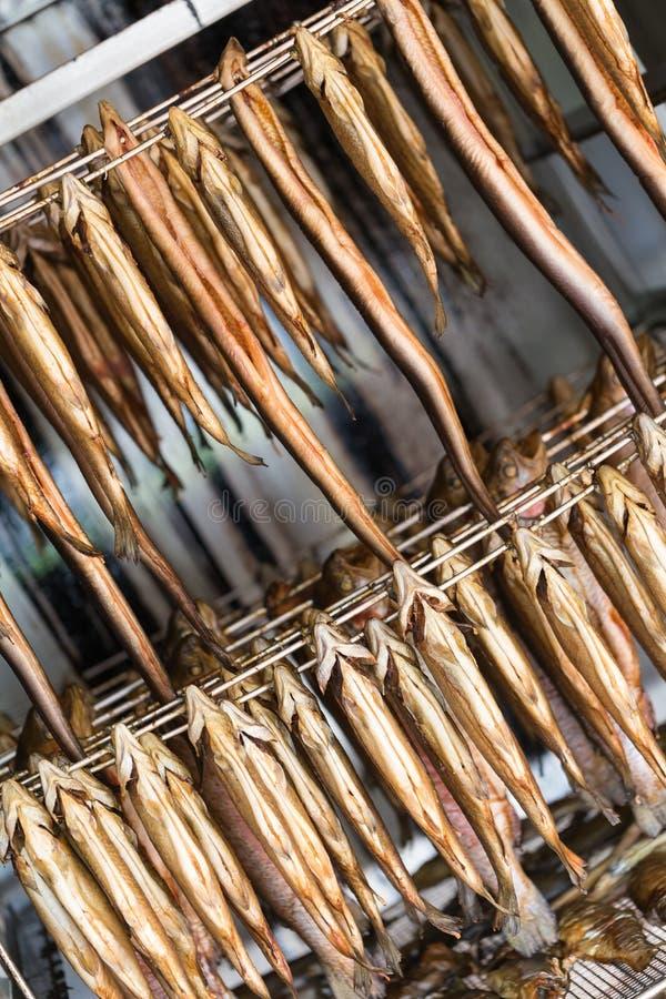 Affumicatoio con il pesce affumicato fotografia stock libera da diritti