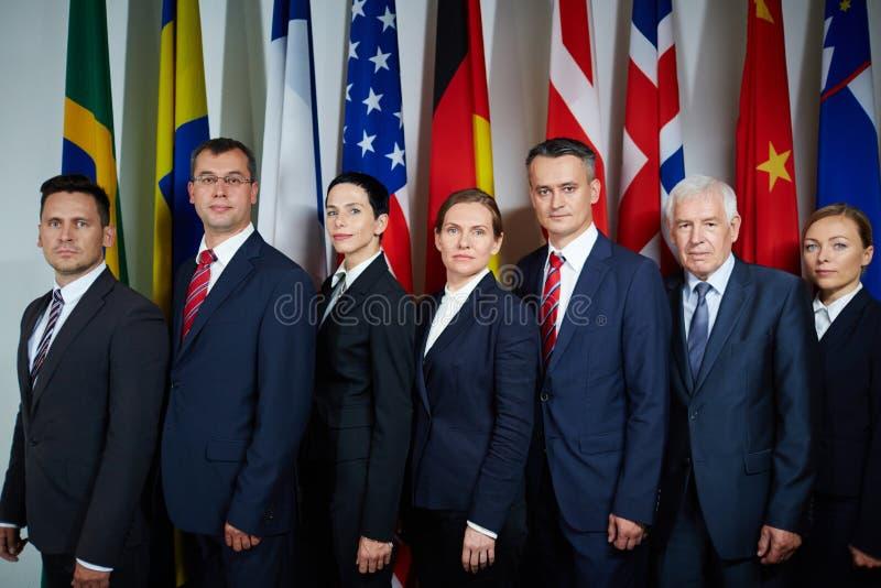 Afgevaardigden die voor officiële foto stellen royalty-vrije stock foto