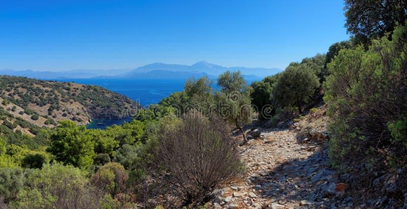 Afgezonderde baai in het Turkse Middellandse-Zeegebied royalty-vrije stock foto's