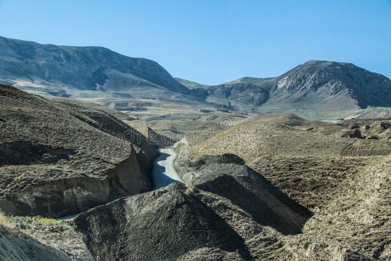 Afghanistan-Autoreise in die Berge zu Charbolak-Bezirk stockfotografie